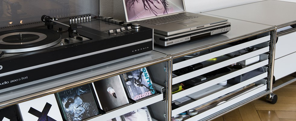 white and silver USM media unit for CDs and vinyl