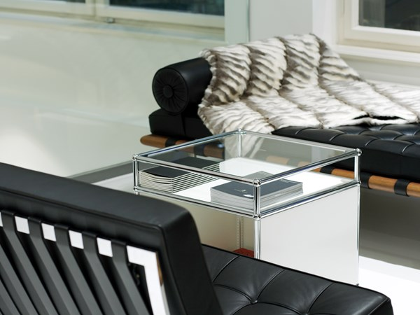 shop waiting area furniture with USM Haller coffee table in pure white