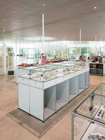 USM Haller retail display furniture with glass top