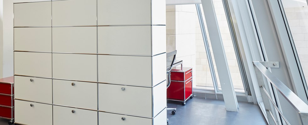 USM Haller white and red furniture