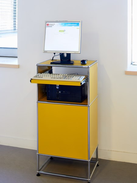 USM Haller standing yellow desk