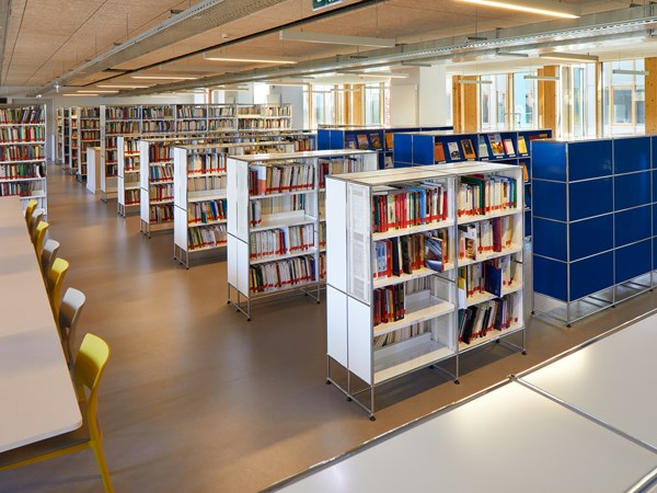 USM Haller white book shelving