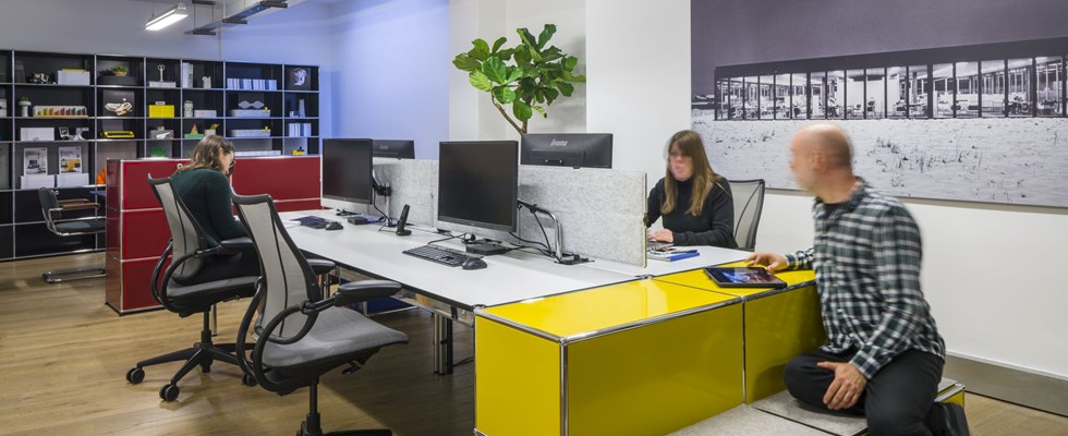 innovative office design layout with yellow USM Haller shared workstation