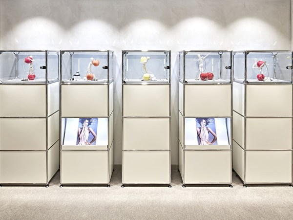 White USM Haller display furniture with mixed storage and Haller E lighting